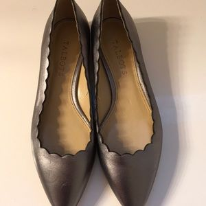 Talbots scallop flat grey shoes